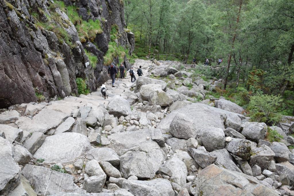 Steiler Abschnitt auf dem Weg zum Preikestolen