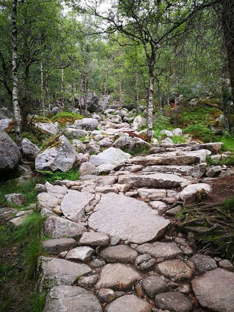 Steiniger Weg zum Preikestolen