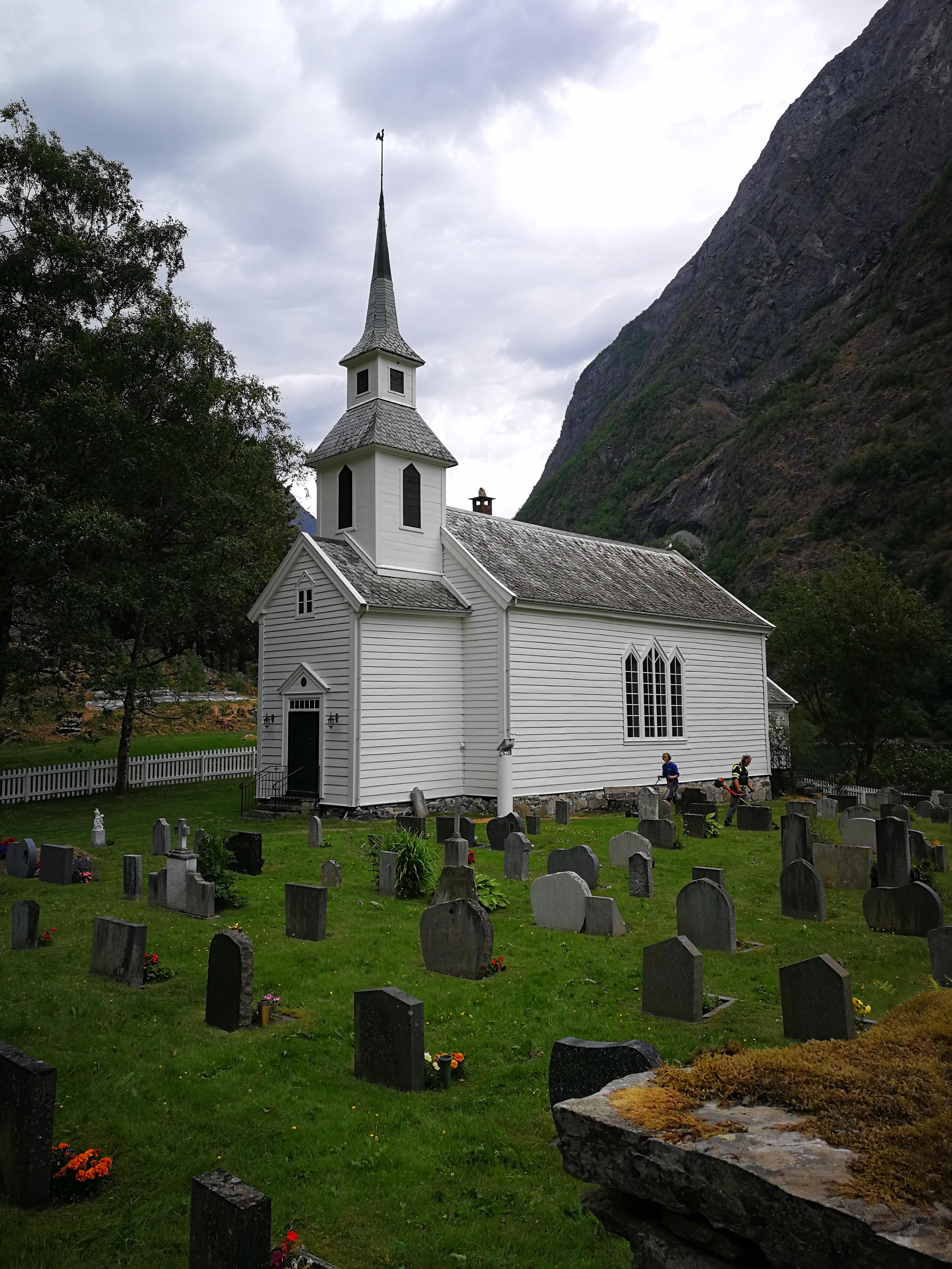 Kirche in Bakka, Norwegen von 1859 – Ausgangspunkt der Wanderung