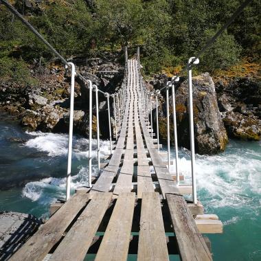 Hängebrücke auf dem Weg