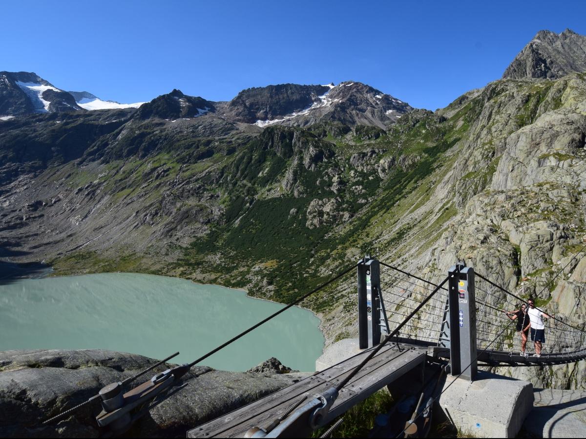 Hängebrücke über dem Triftsee