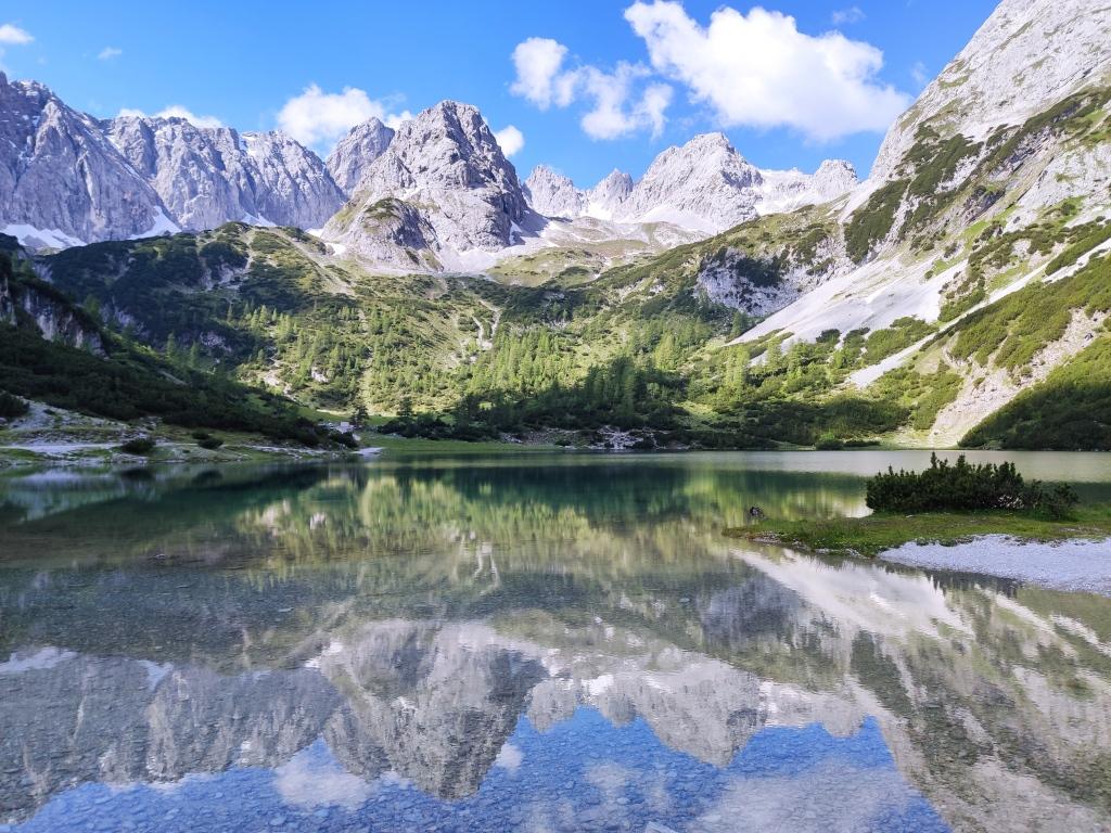 Der Seebensee mit gespiegeltem Gebirge