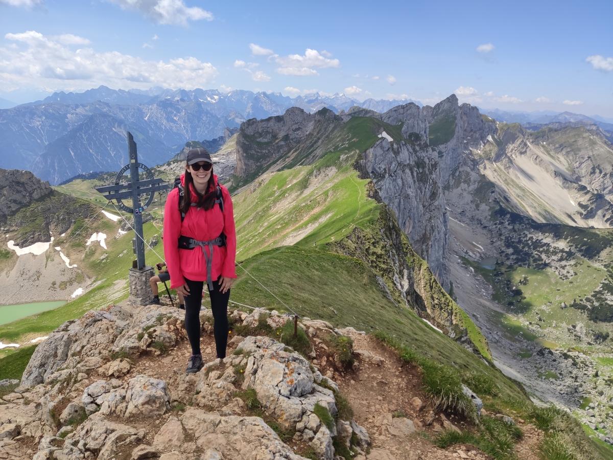 Blick von der Rofanspitze mit Gipfelkreuz