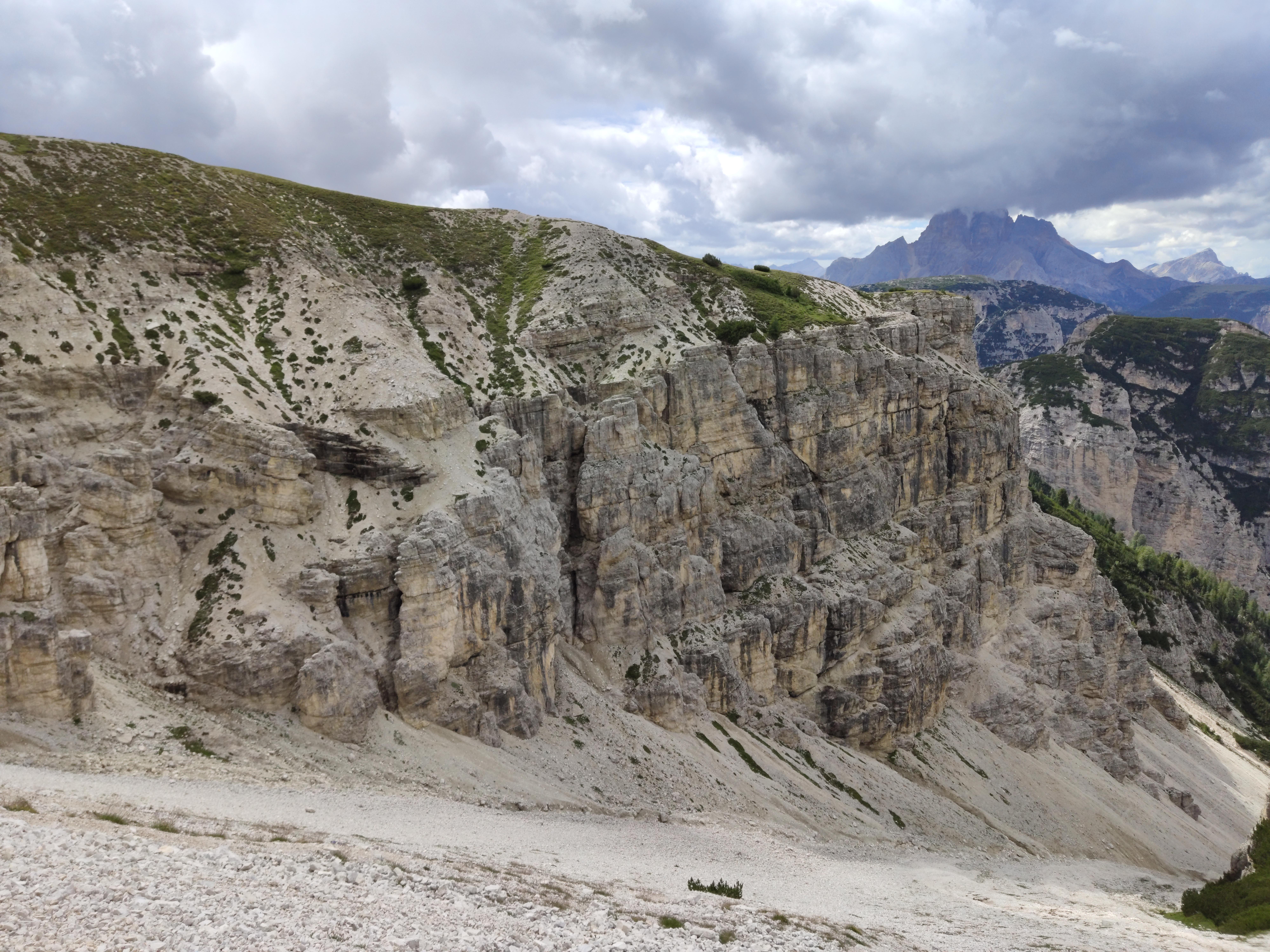 Canyonartige Gebirgsformation bei den Zinnen